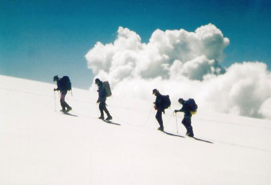 Seilschaft in die Wolken